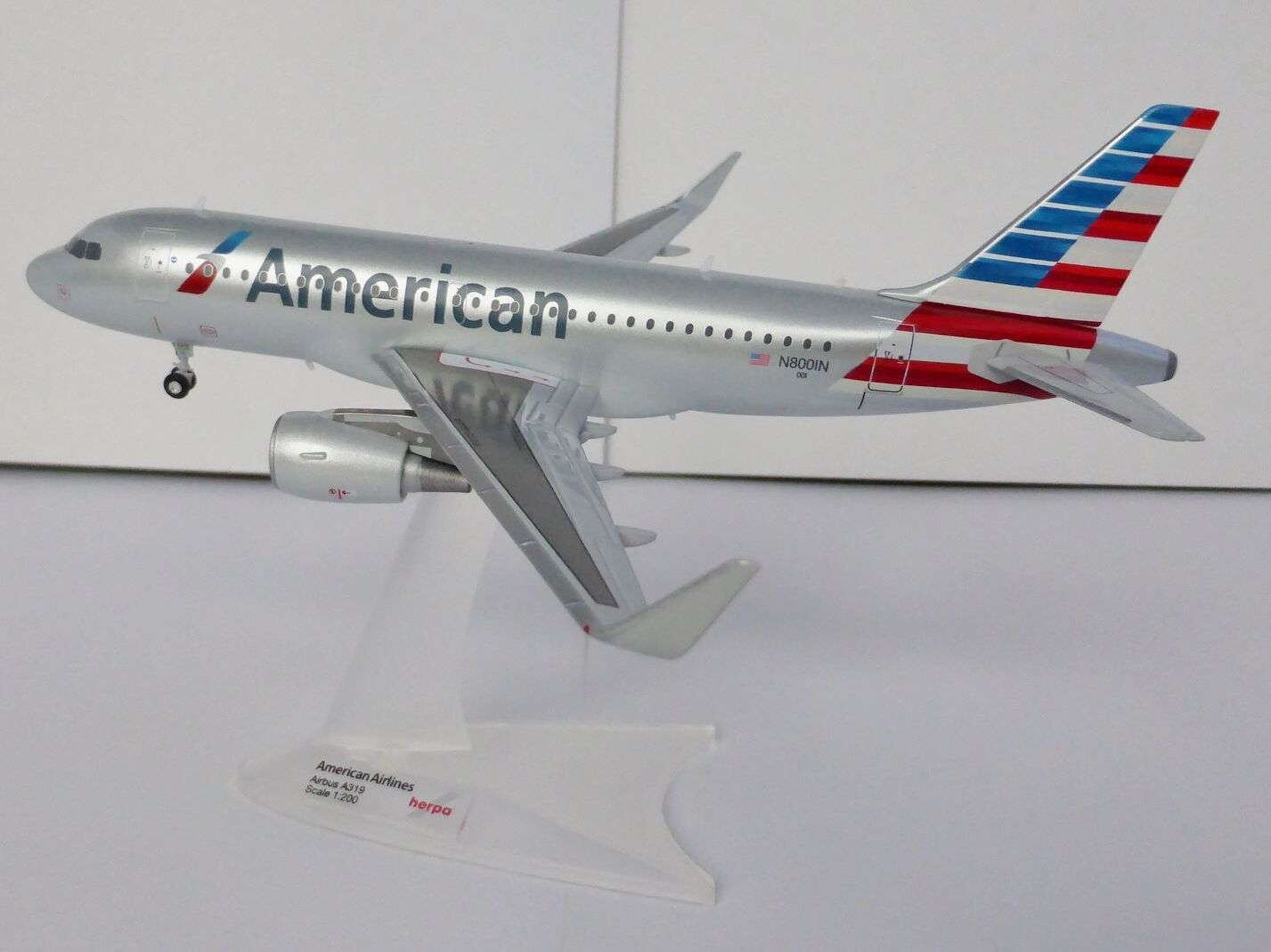 American Airlines Airbus a319 1 200 Herpa 556330 A 319 n8001n AA Sharklets a320