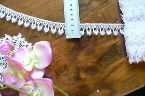Guipure-Flower-Lace-WHITE-22mm-wide-2-Metre-Lengths-L2912-Green-Tara
