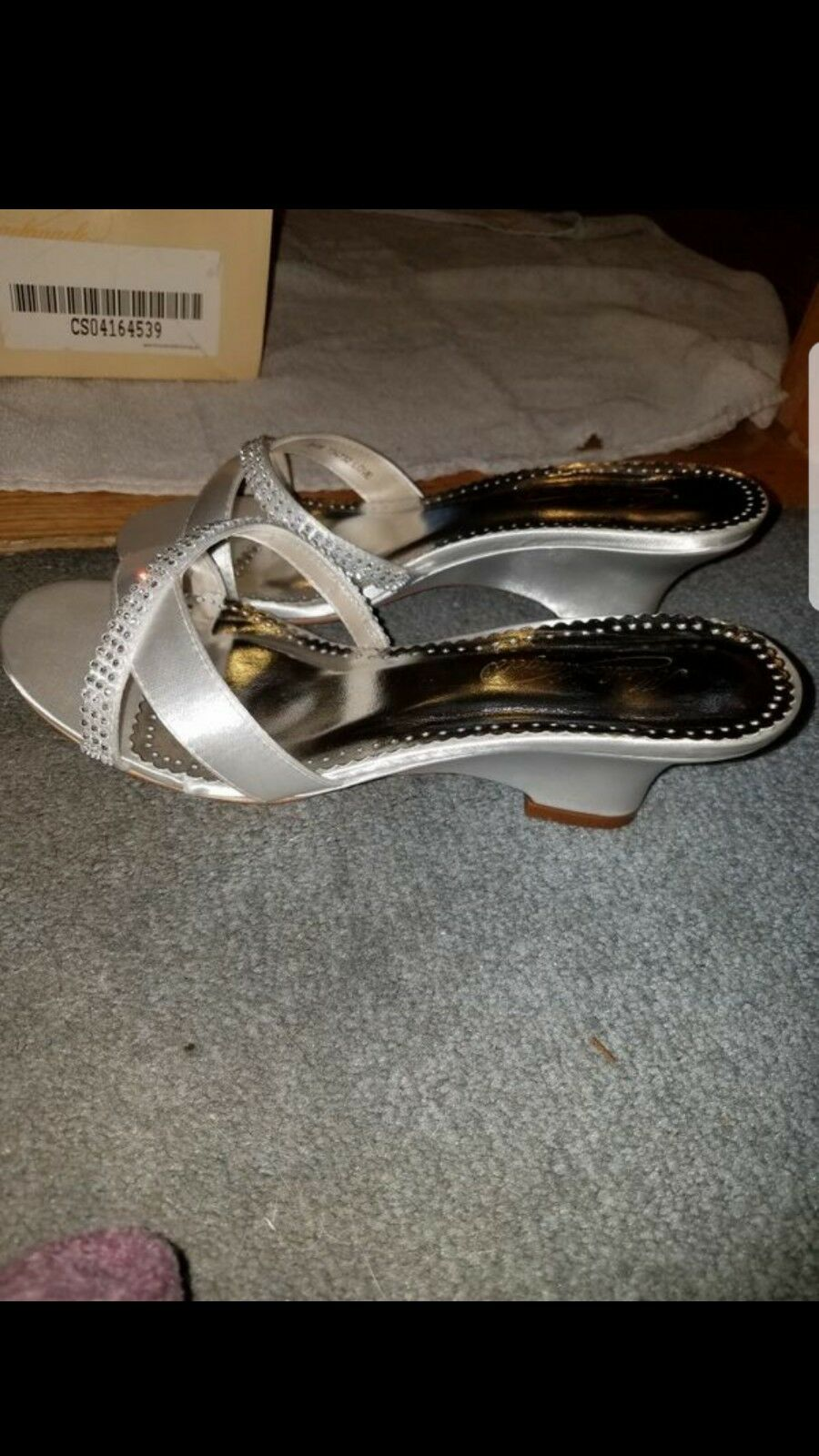 brand new David's Bridal shoes size 7 and a half white