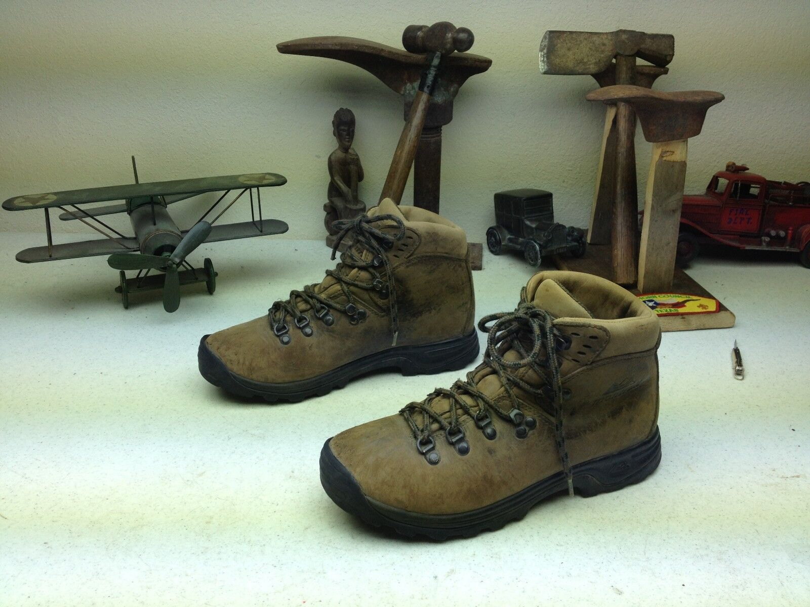 MONTRAIL BROWN DISTRESSED LEATHER LACE UP MOUNTAINEERING TRAIL BOOTS SIZE 8.5 M