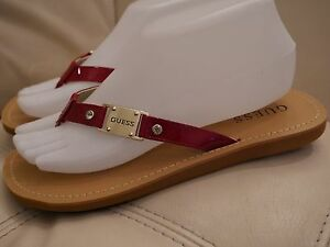 a41703a63d652 NEW WOMEN S RED PATENT GOLD GUESS FLIP FLOP SANDALS RHINESTONE 6