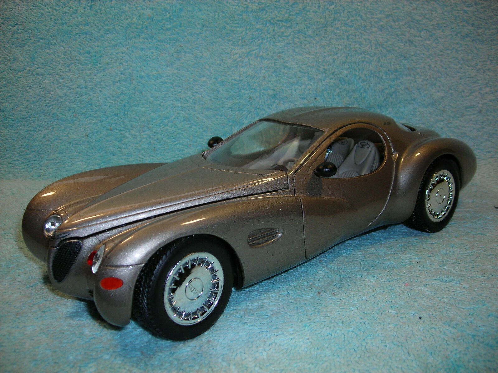 1 18 SCALE 1995 CHRYSLER ATLANTIC CONCEPT IN CHAMPAGNE METALLIC BY GUILOY NO BOX