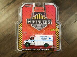 White Central Park 2013 International Durastar Ambulance 1//64 Scale Diecast Model Toy Car Greenlight 33040A