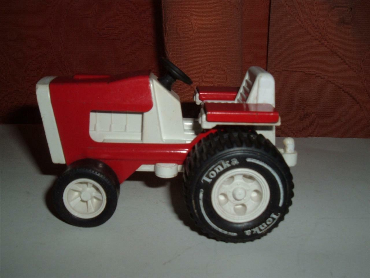 TONKA TOYS FARM TRACTOR PLASTIC TINPLATE VINTAGE USED GO DOWN FOR THE PHOTOS