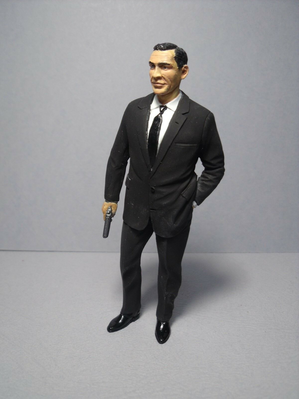 SEAN  CONNERY  1 18  PAINTED  FIGURE  MADE  BY  VROOM  FOR  AUTOART  MINICHAMPS