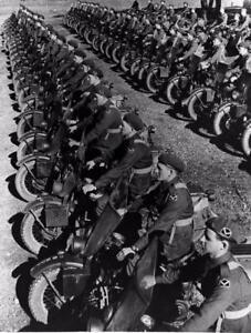 Photo-WW2-Australian-Dispatch-Riders-on-American-Motorcycles