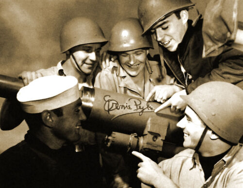 """USS LST 392  Old Photo 8.5/"""" x 11/"""" Reprint 1944 Ernie Pyle with sailors"""