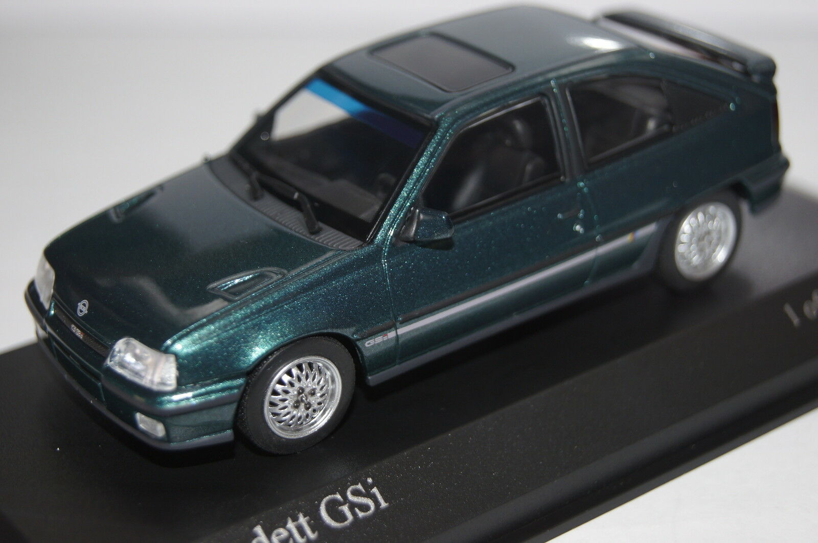 Opel Kadett E GSi 1989 Admiral Blau Metallic 1 43 Minichamps NEW & OVP