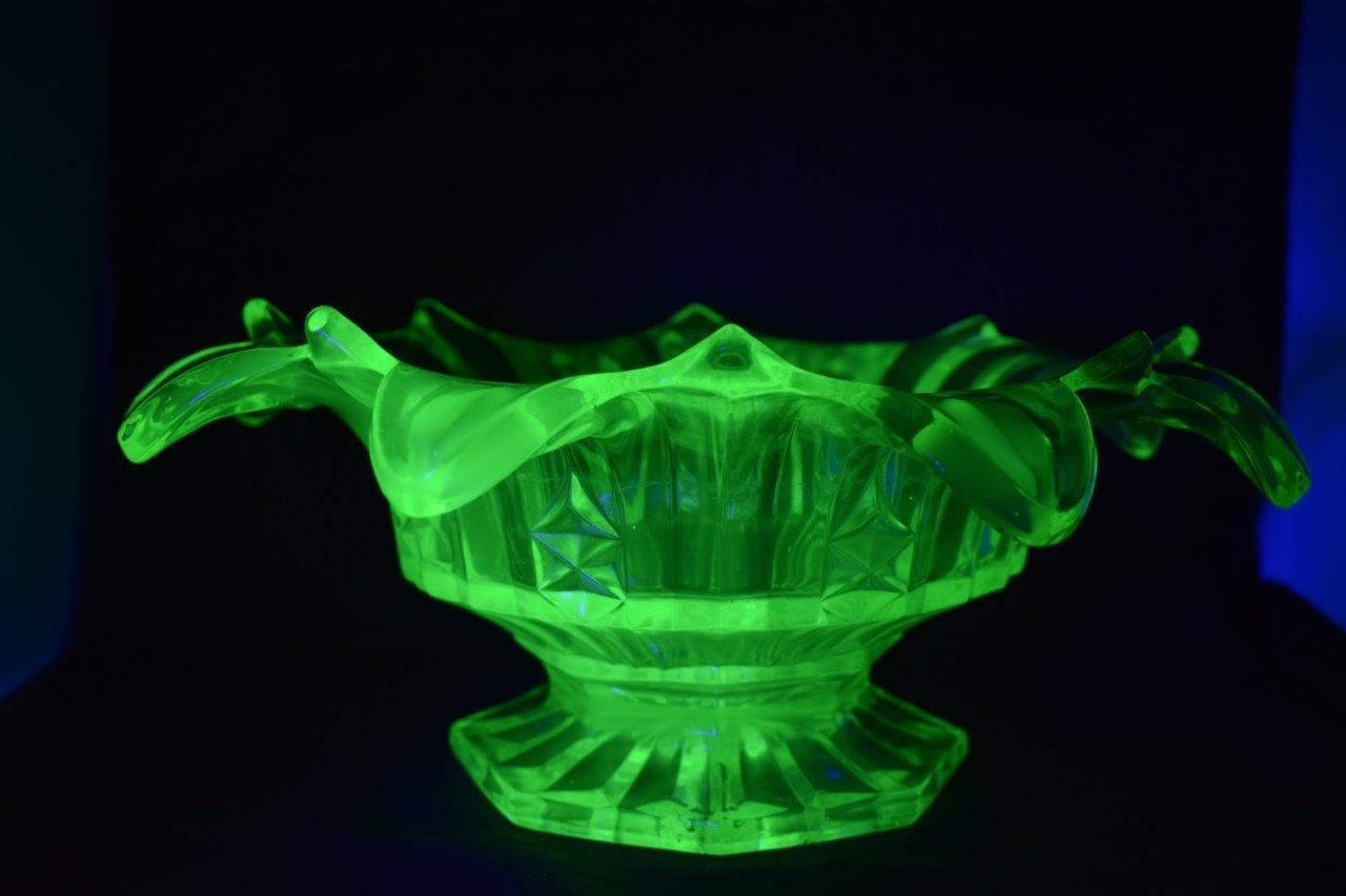 Superbe Vintage Art Deco Vert Uranium Verre Fleur Forme Bol