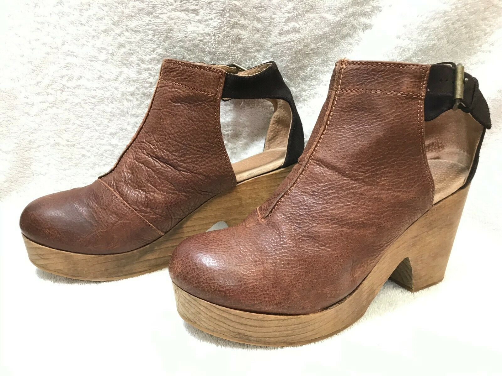 Free People Amber Orchard Leather Clog sz: 41 Closed Toe Ankle Strap Clogs