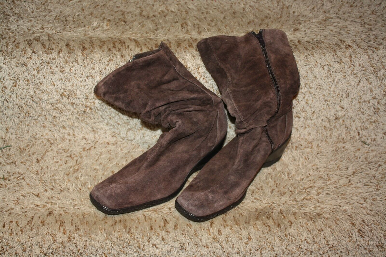 """Women's St. John's Bay Brown suede boots 2.5"""" Heels womens  9 9M NWOT"""