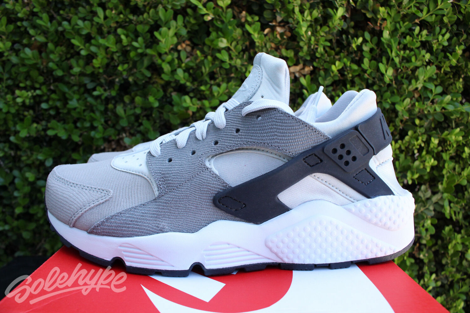 NIKE WOMENS AIR HUARACHE PREMIUM SZ 6.5 PURE PLATINUM COOL GREY WMNS 683818 009