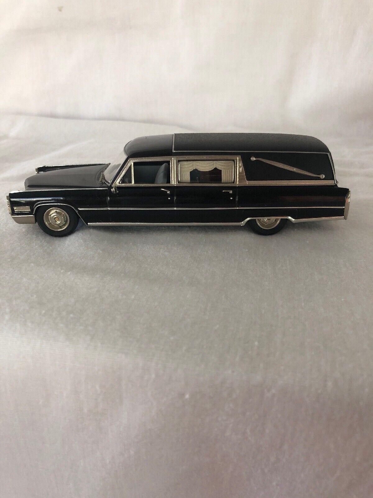 Sällsynta Motor City USA MC-79 1966 Cadillac Deluxe Hearse svkonst 1 43 Scale W  Box