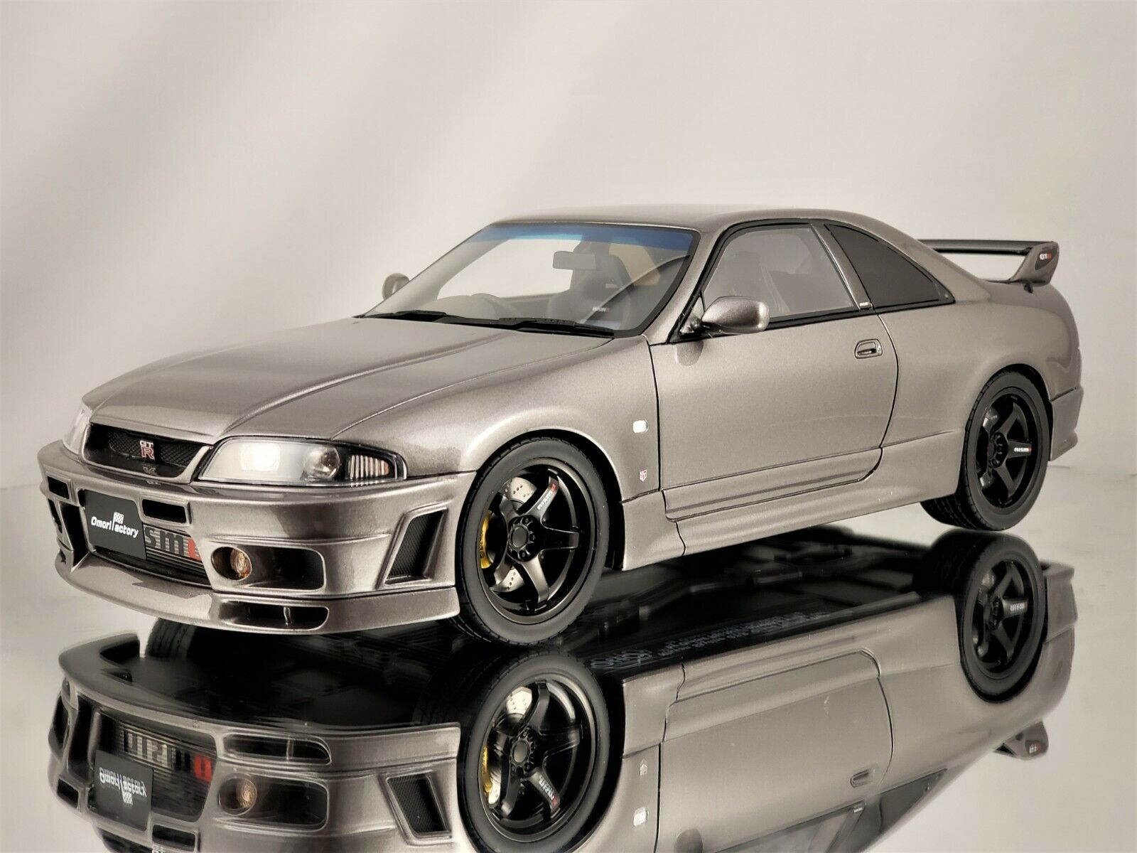 Otto Mobile Nissan Skyline GT-R R33 Grand Touring Omori fábrica exclusivamente 33 grigio 1 18