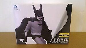 BATMAN-BLACK-amp-WHITE-STATUE-TONY-MILLIONAIRE-EXCLUSIVE-DC-SUPERMAN