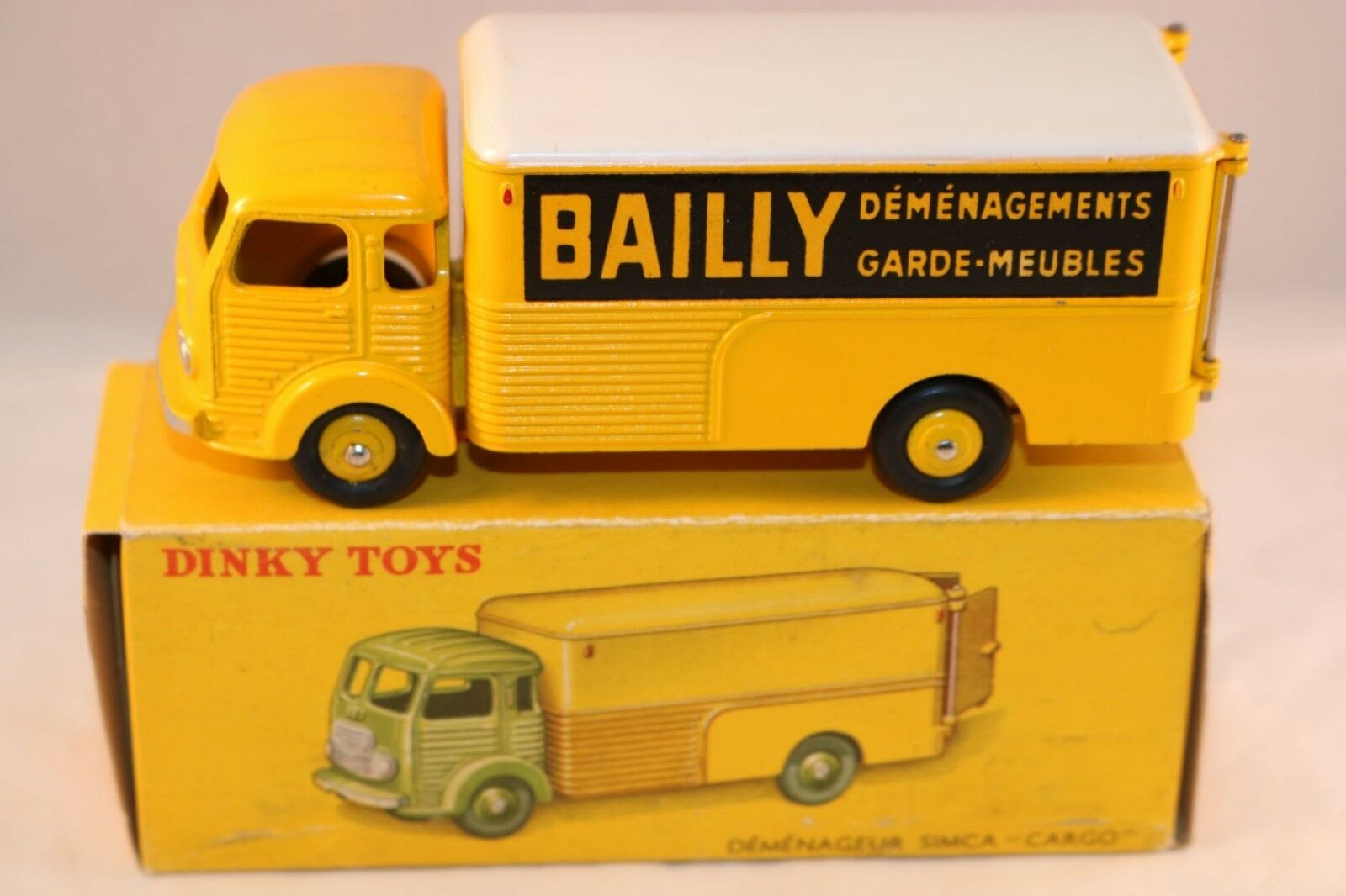 Dinky Toys 33 AN Simca Cargo Bailly perfect mint in box a super model