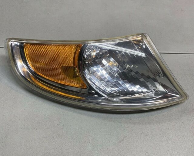 Compatible with 2002-2005 Saab 9-5 Front Right Passenger Side Turn Signal Light