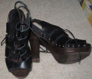 Offene hohe Schuhe in schwarz aus Leder - Absatz = 11 cm, Gr. 36 - NEUwertig
