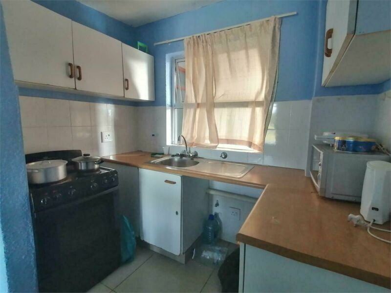 Apartment situated within walking distance to the Beach.