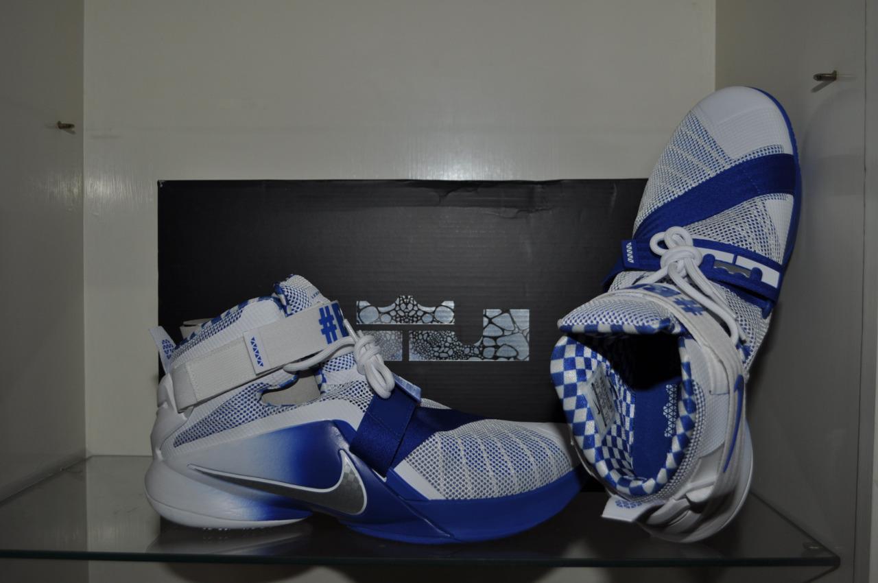 Nike lebron soldato ix sonodiventate 749490 104 uomini scarpe da basket kentucky wildcats