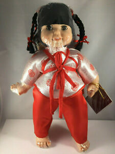 Oriental-Chinese-China-Dolls-Mom-Mother-amp-Daughter-with-Red-Passport-Collectible