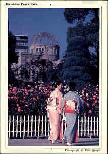 JAPAN-Post-Card-Postkarte-Kimono-Tracht-Frauen-Hiroshima-Peace-Park-AK-gelaufen