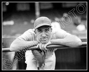 Carl-Hubbell-Photo-8X10-1937-New-York-Giants-Buy-Any-2-Get-1-Free