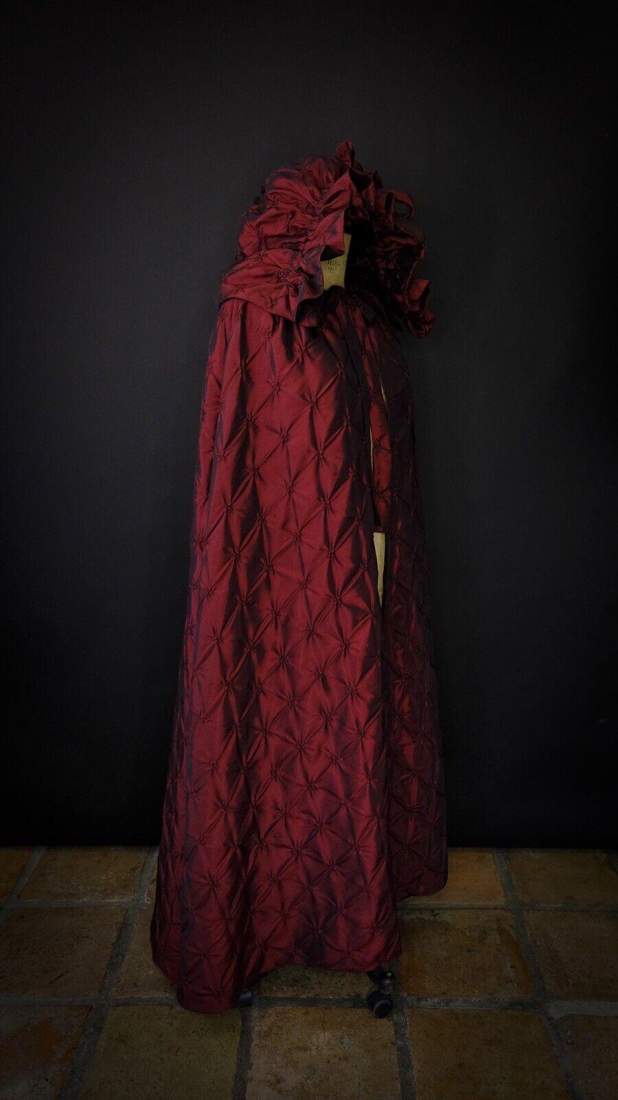 Victorian Christmas Caroled Cape - image 5