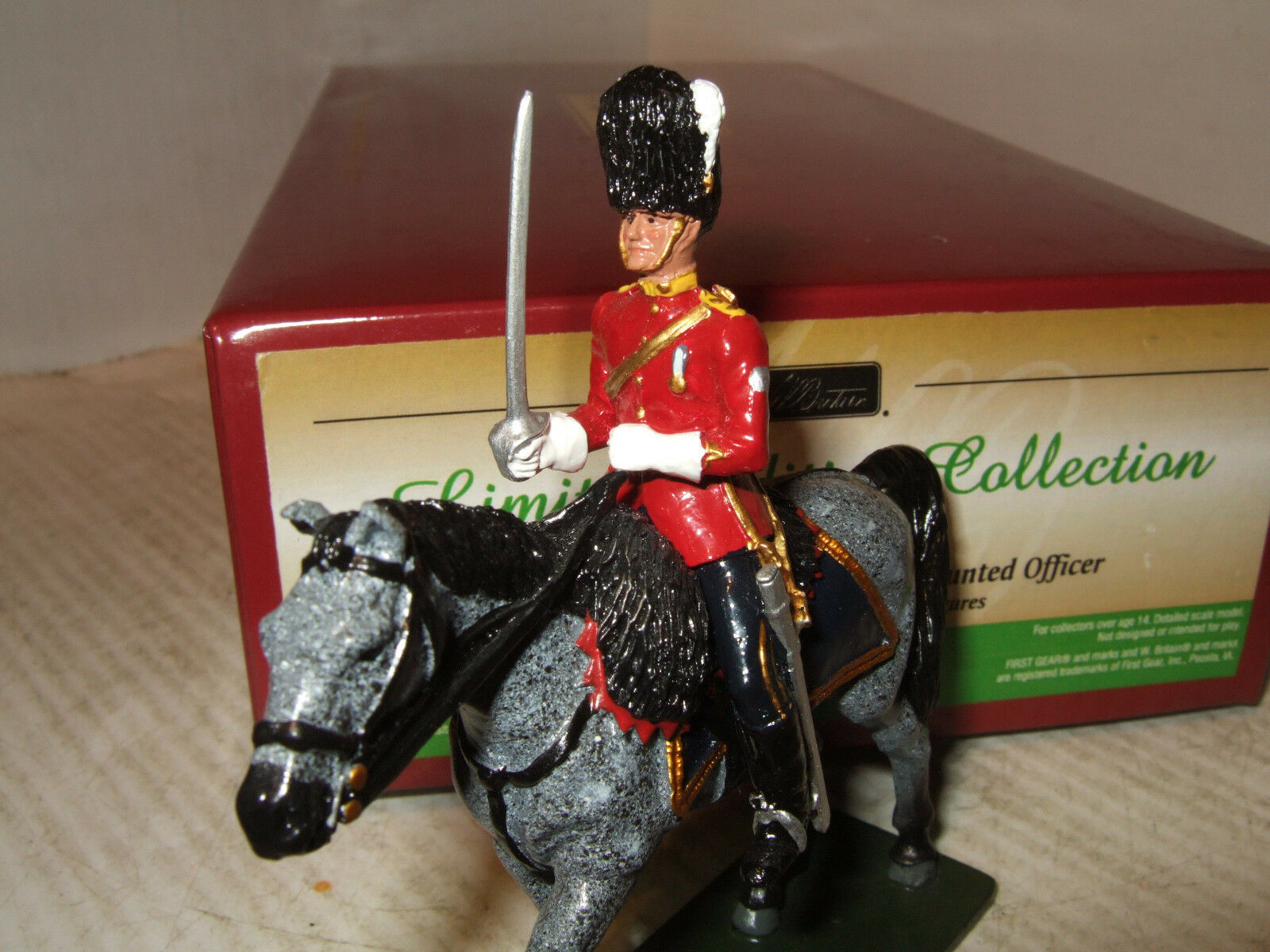 Britains 48013 Metal Figure RSDG Mounted Mounted Mounted Officer in 1 32 Scale 54mm Standard 7f5272