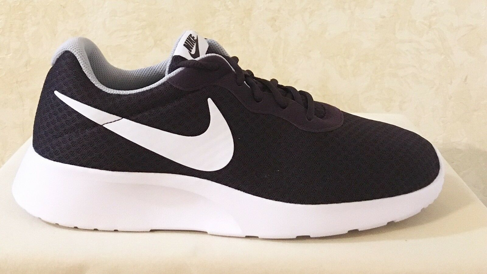 Männer nike tanjun athletic / lifestyle - spitze grau an sneaker portwein / grau spitze 812654-600 6e3343