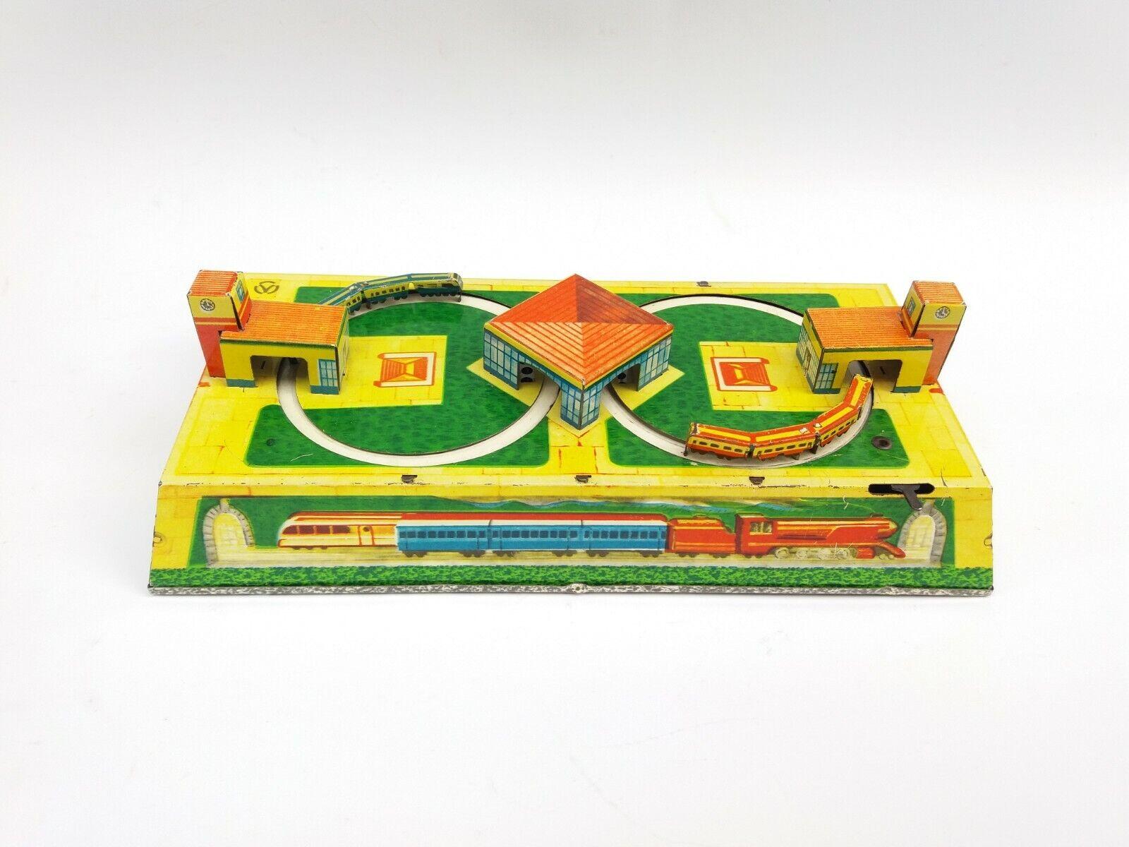 VINTAGE OLD TIN TOY TRAIN STATION MECHANICAL WIND-UP WIND-UP WIND-UP LOCOMOTIVE WORKS 1950's 09cc54