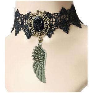 Collier Ras De Cou choker gothique dentelle et rose en satin noir et bronze doré