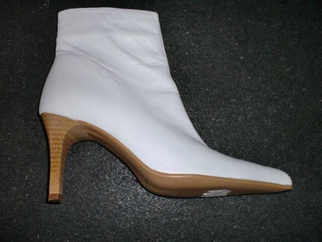 Andrea Conti: Zierliche weiße spitze RV-Stiefeletten in 38