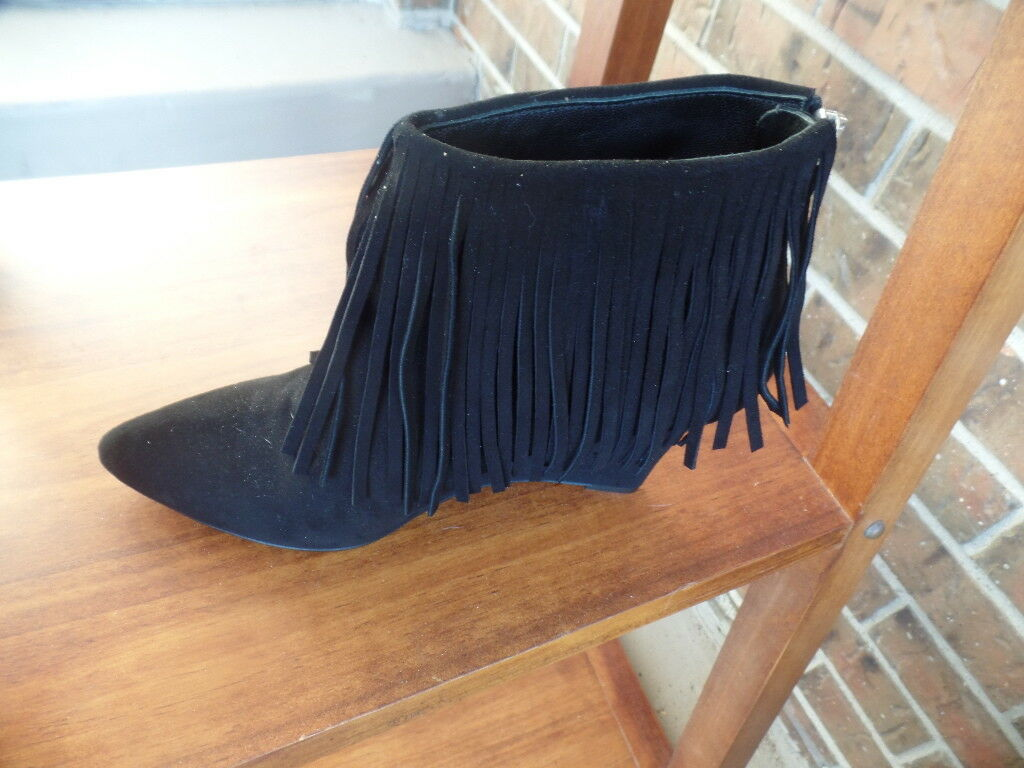 ELYSE WALKER GORGEOUS ANKLE HIGH BOOTS WITH FRINGES  SZ 40 MINT