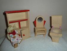 PUPPENHAUS MÖBEL - Holz - Schrank WC Spiegel + Puppe