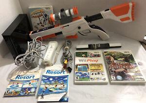 Nintendo Wii Bundle W/ 4 Games & CABELA'S Big Game Hunter 2012 Game & Rifle Gun