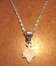 collier chaine argenté 41,5 cm avec pendentif feuille blanche 19x13mm
