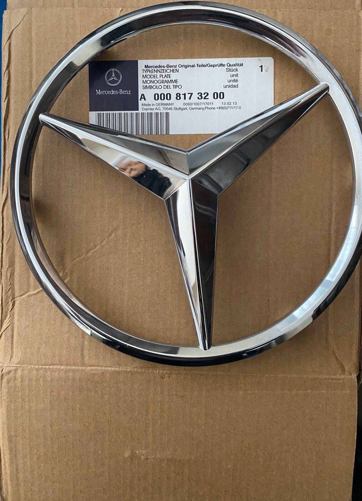 Genuine Mercedes-Benz Silver Radiator Grille Star Badge Emblem A0008173200 NEW