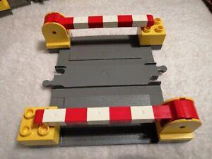 Lego-Duplo-Bahnuebergang