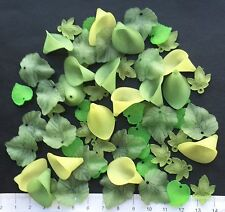 64 x lucite/plastic beads 14 / 25 mm  23 gms    GREEN LEAVES / FLOWERS   Pack 18