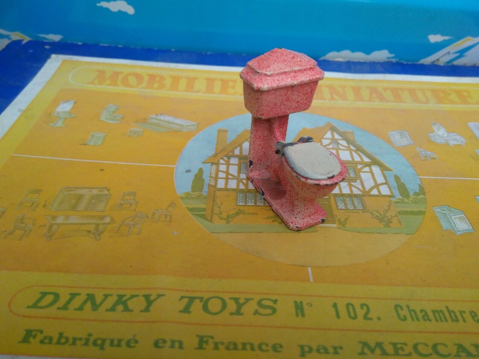 Dinky toys france miniature furniture bathroom toilet wc ref 104