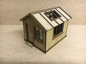 1-32-Scale-First-Aid-Hut-Slot-Car-Building-Scalextric-Or-Magnetic-Racing