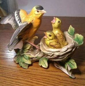 Tilso-Oriole-Bird-Feeding-Chicks-in-nest-Figurine-Made-in-Japan-Hand-Painted