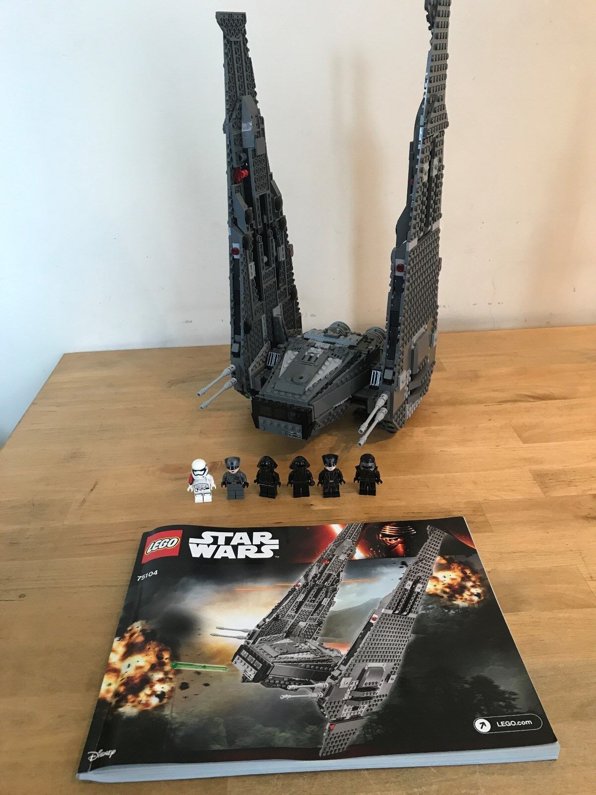 Lego Star Wars 75104 -  Kylo Ren's Command Shuttle (Boxed)
