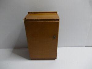 Armoire Avec Porte & étagères Utilisé Vintage Dollhouse Preloved Meubles De Chambre-afficher Le Titre D'origine 50% De RéDuction