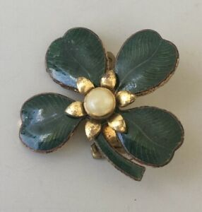 Vintage-Clover-shamrock-Brooch-pin-in-enamel-on-gold-tone-Metal