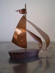 Pequeno-Barco-Decoracion-Antiguo-1930-Art-Deco-Madera-Macassar-y-Cobre-Azul-Velo