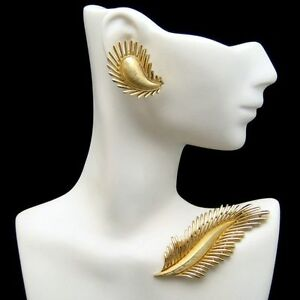 CROWN-TRIFARI-Vintage-Matte-Gold-Plated-Feather-Leaf-Brooch-Pin-Earrings-Set