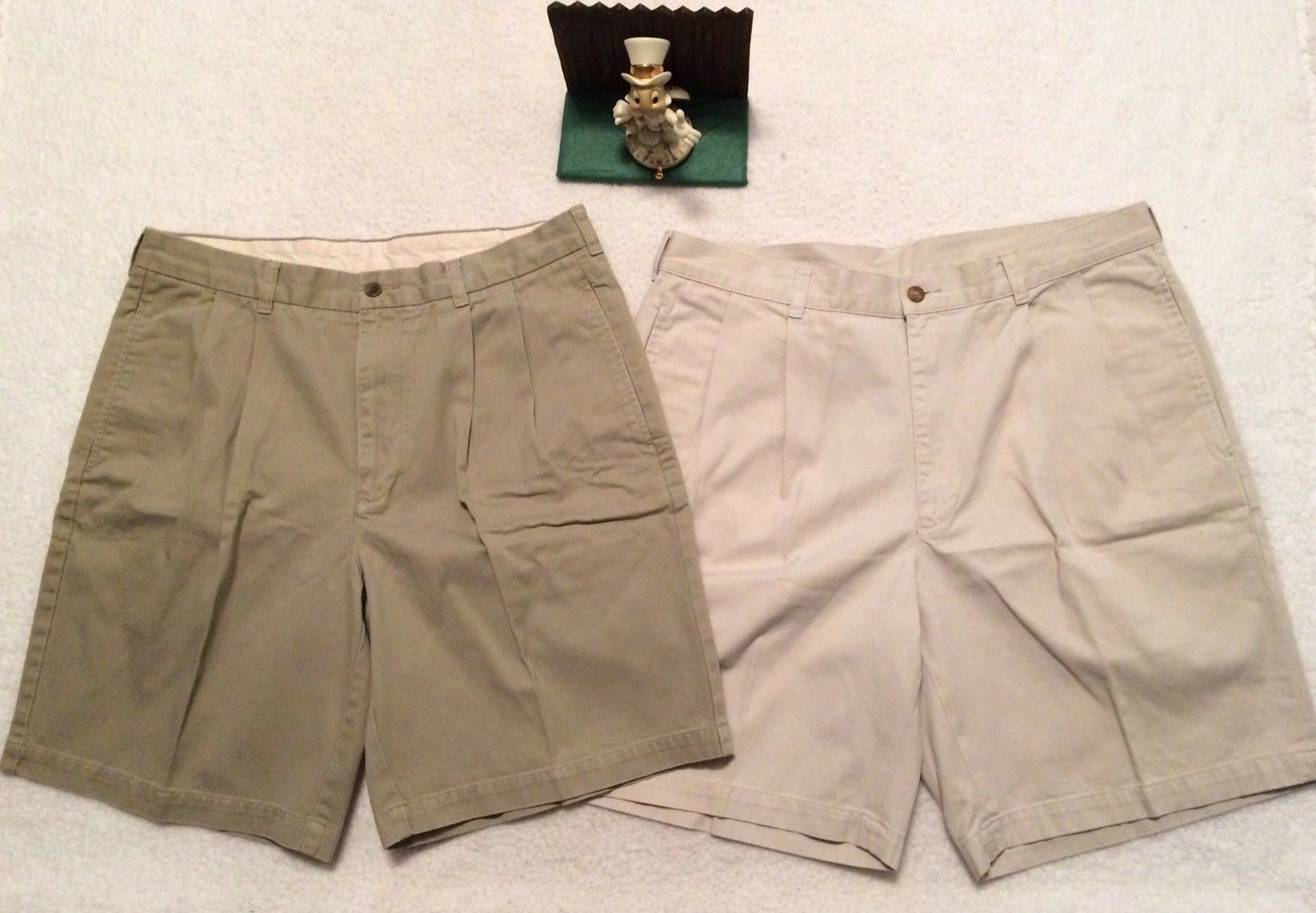 LOT OF 2 MEN'S BROOKS BredHERS BEIGE COTTON SHORTS SIZE 34 PLEAT FRONT. NICE