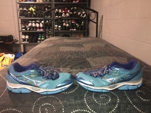 Détails sur Mizuno Wave Enigma 5 Chaussures Femme Running Training Chaussures Taille 9 Bleu Violet Gris afficher le titre d'origine
